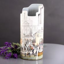 Silhouette D'art Vase - Lowry's Coming From The Mill