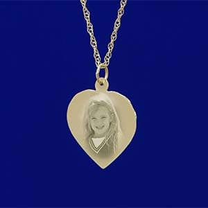 http://www.thegiftexperience.co.uk/cms_media/images/9ct_gold_heart_pendant.jpg
