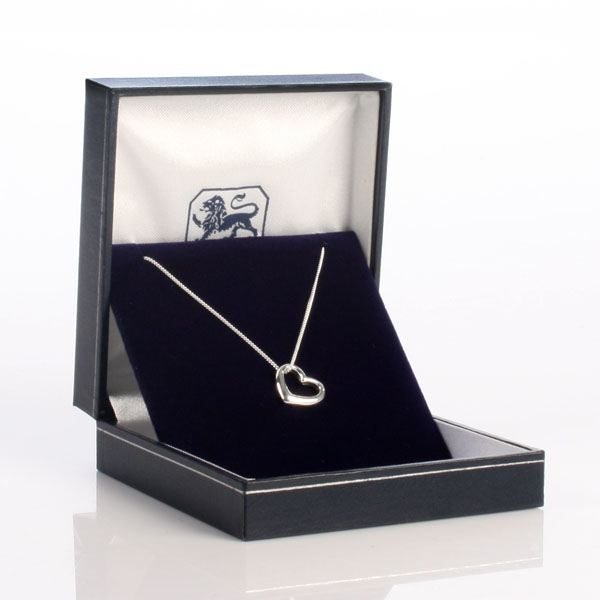 Heart necklace in personalised box